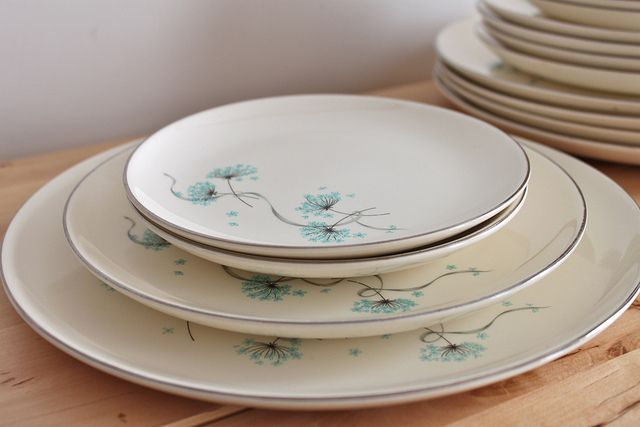 I love, love the delicate, soft and romantic design on this dinnerware set. Turquoise blue Queen Anne's lace ... how many sets of dishes can I justifiably keep I wonder?     Amazing