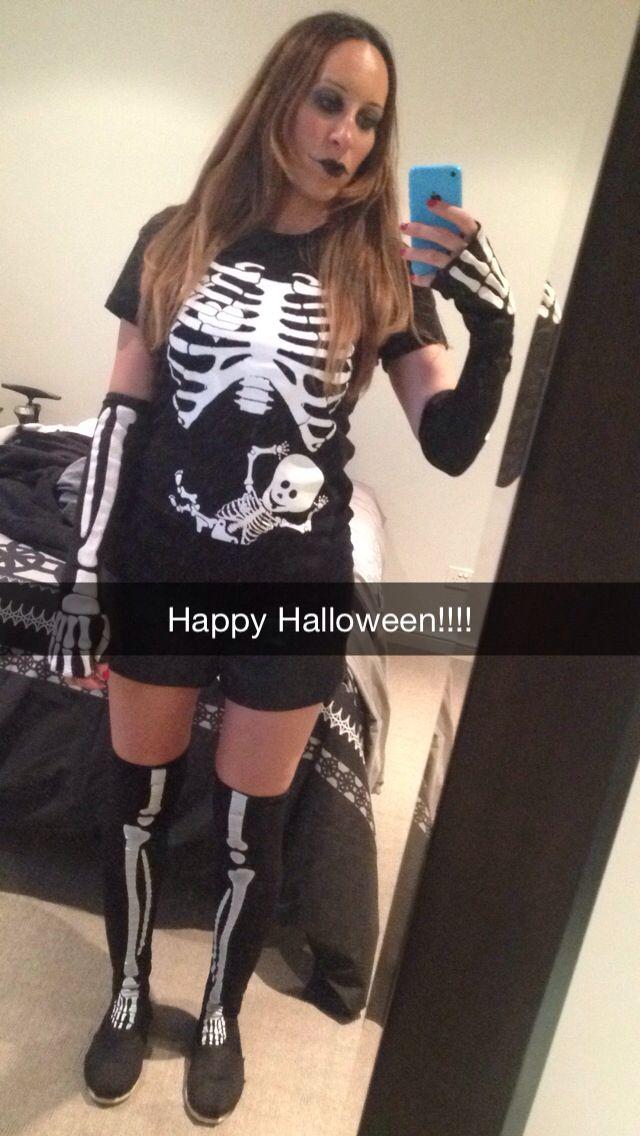 Pregnant Skeleton Costumes Pregnant halloween costumes, Pregnant