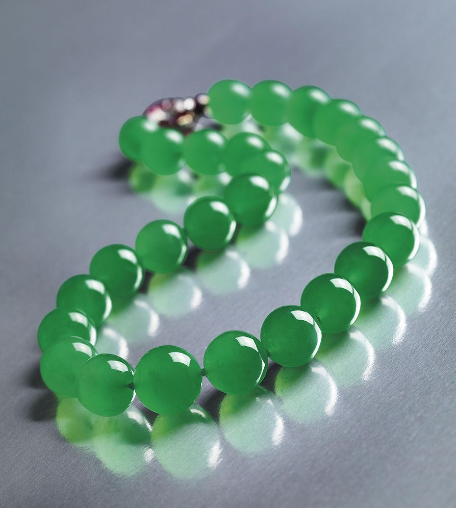 The Barbara Hutton Legacy Sothebys Hong Kong To Auction The Greatest Jadeite Bead Necklace In The World Jewelry Auction Jade Jewelry Expensive Necklaces
