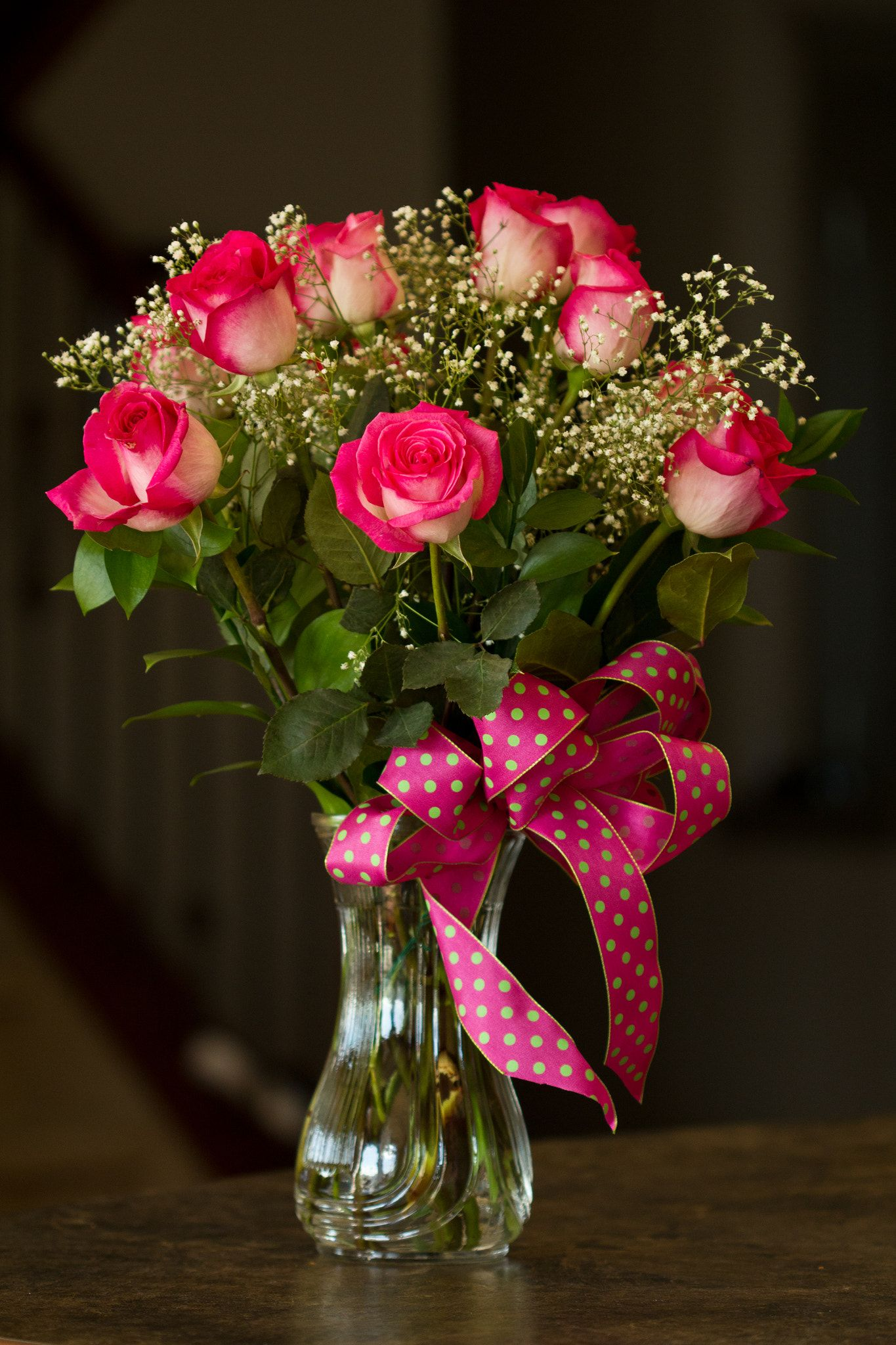 Bouquet of roses bouquet of pinkresd roses in the vase with the