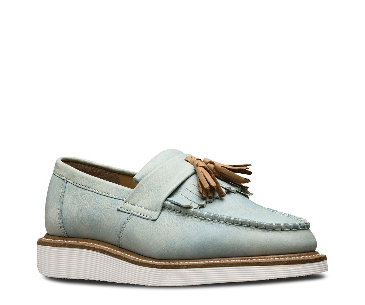 e79e82f1a5df5 Les chaussures Annah sont des mocassins à pampilles légers, au style  résolument féminin. En cuir souple couleur jean délavé baptisé « Blizzard  Rave » ...