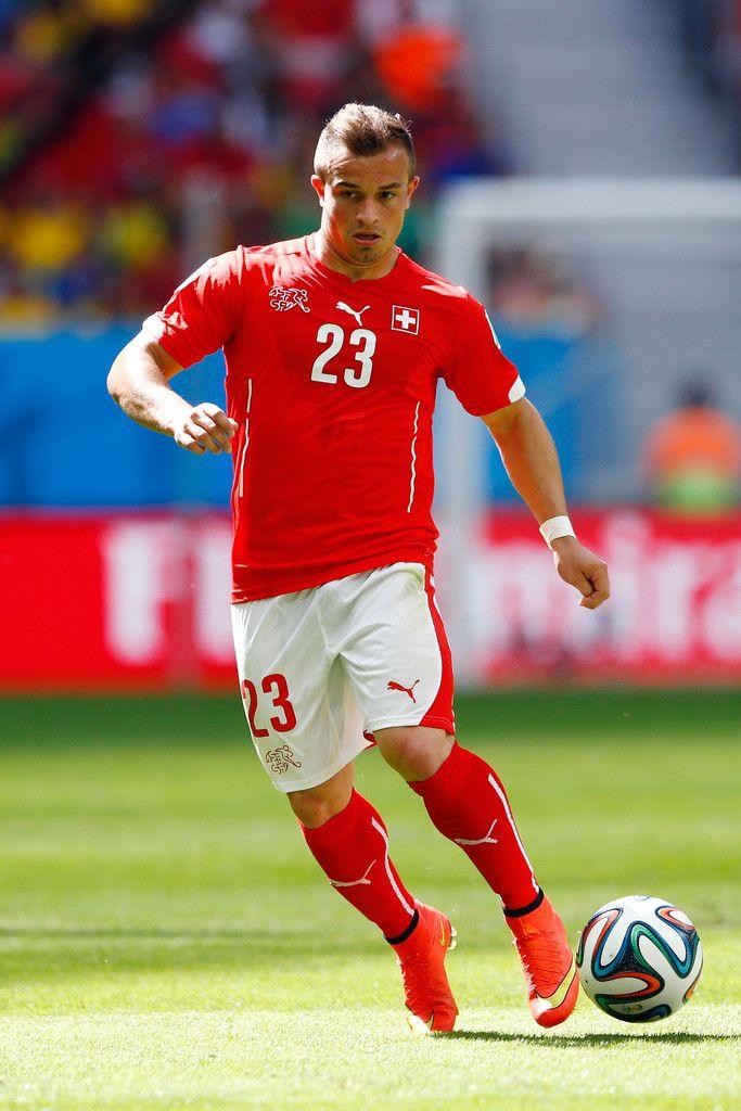 """Cara de pocos amigos, la del volante Xherdan Shaqiri del seleccionado suizo: «2014 FIFA Copa Mundo Brasil, """"todos en un mismo ritmo""""» [domingo, 15 de junio de 2014]."""
