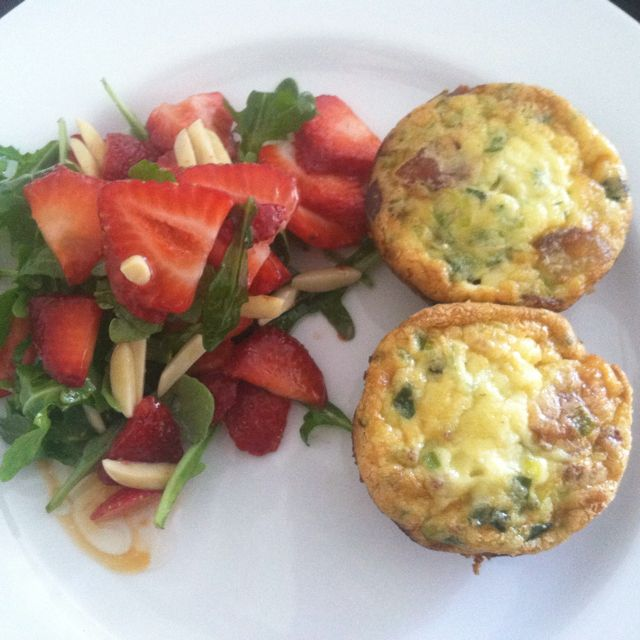 Bacon and leek quiche with strawberry and arugula salad