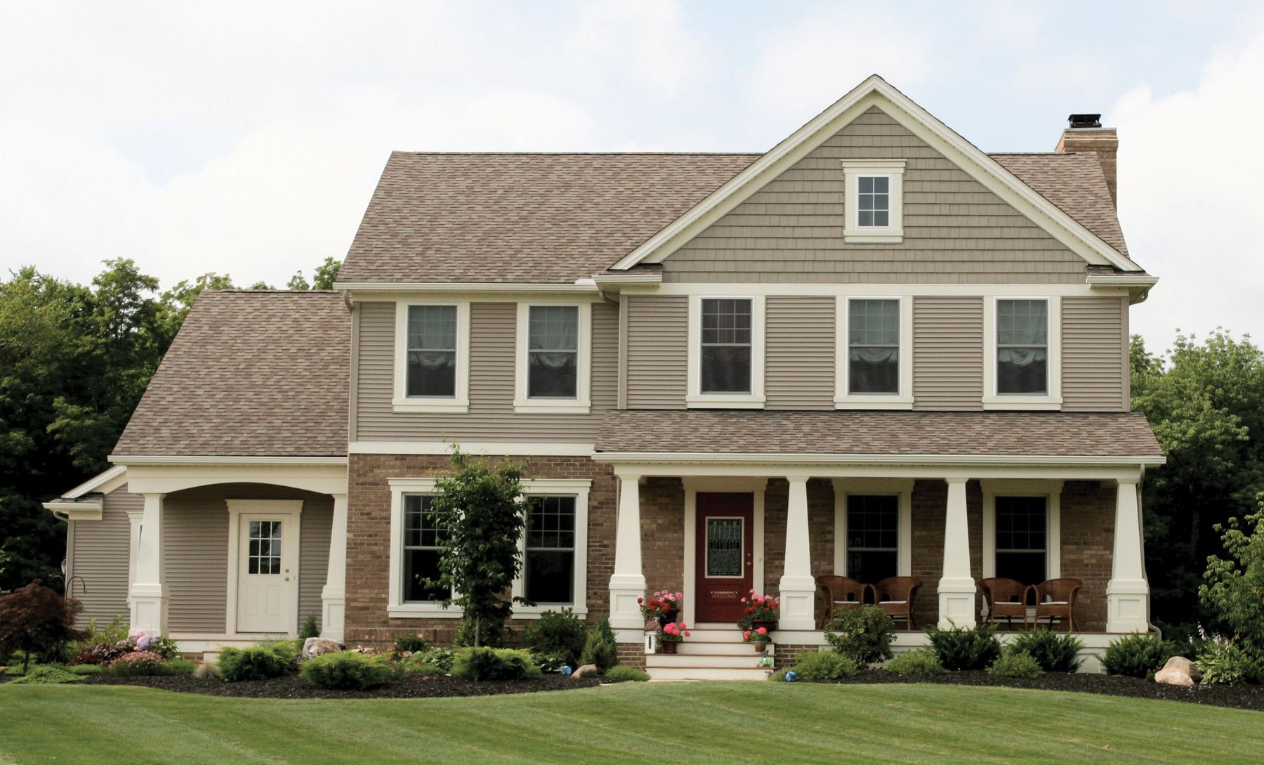 Exterior home accents - Norandex Home Accents Shakes Can Be Used On Your Entire Home Or As A Finishing Touch
