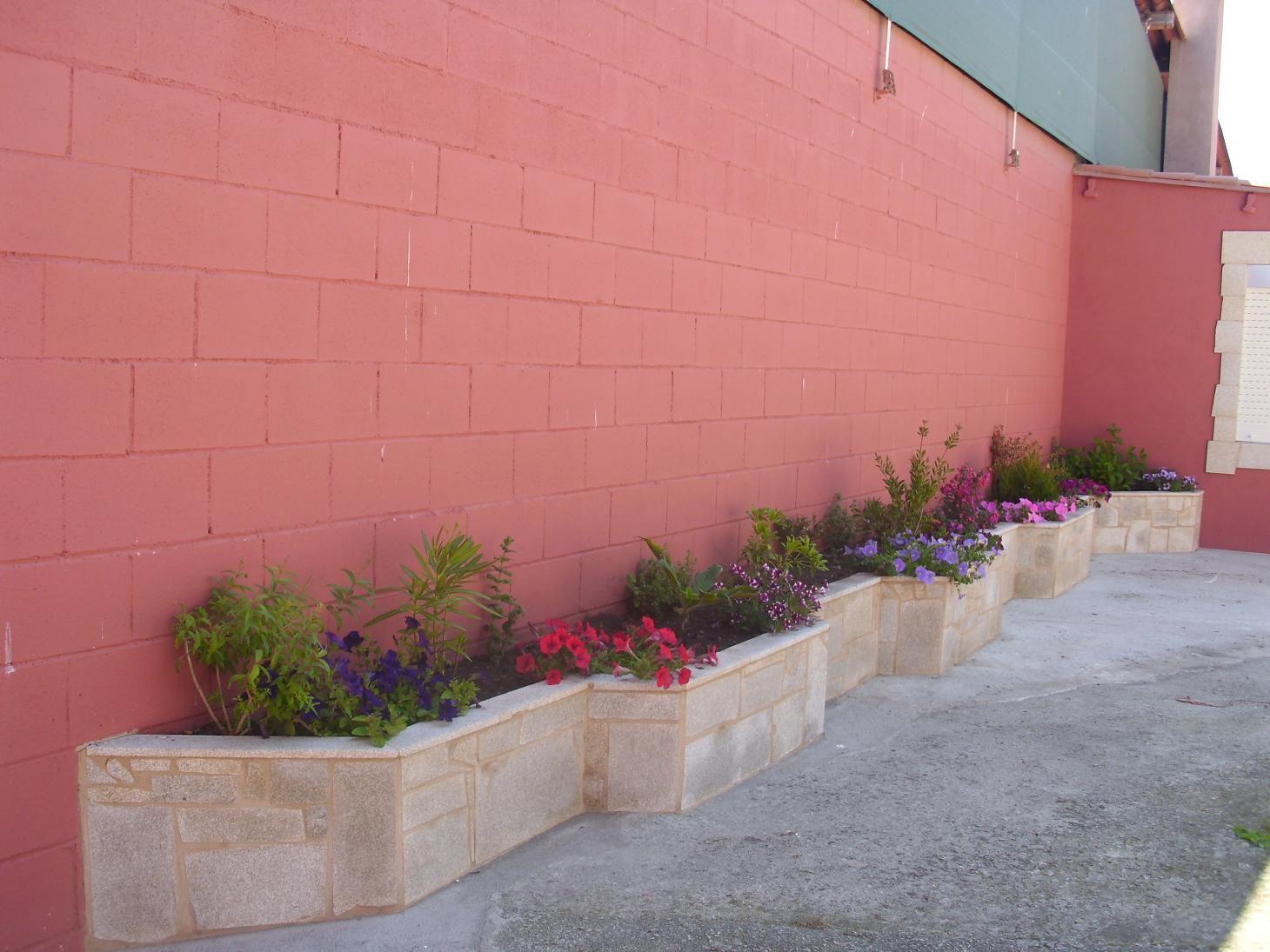 Ideas Para Hacer Una Jardinera De Obra Y Que Plantar En Ella Foro De Infojardin Jardineras Exterior Jardines Jardin De Hierbas