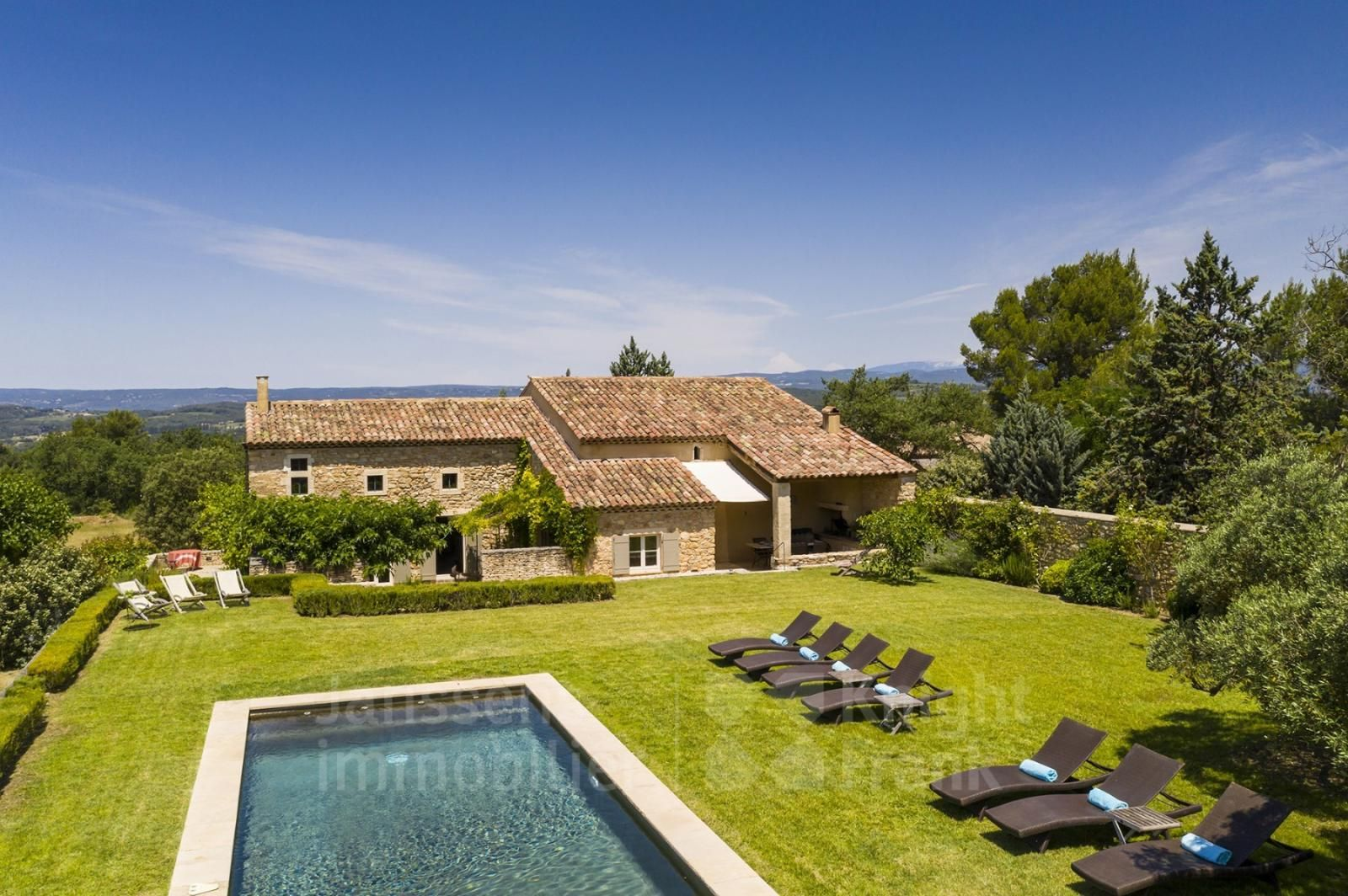 Stone Farmhouse With Swimming Pool And Guest House For Sale In Bonnieux Janssens Immobilier Provence Pool Houses Maine House Guest House