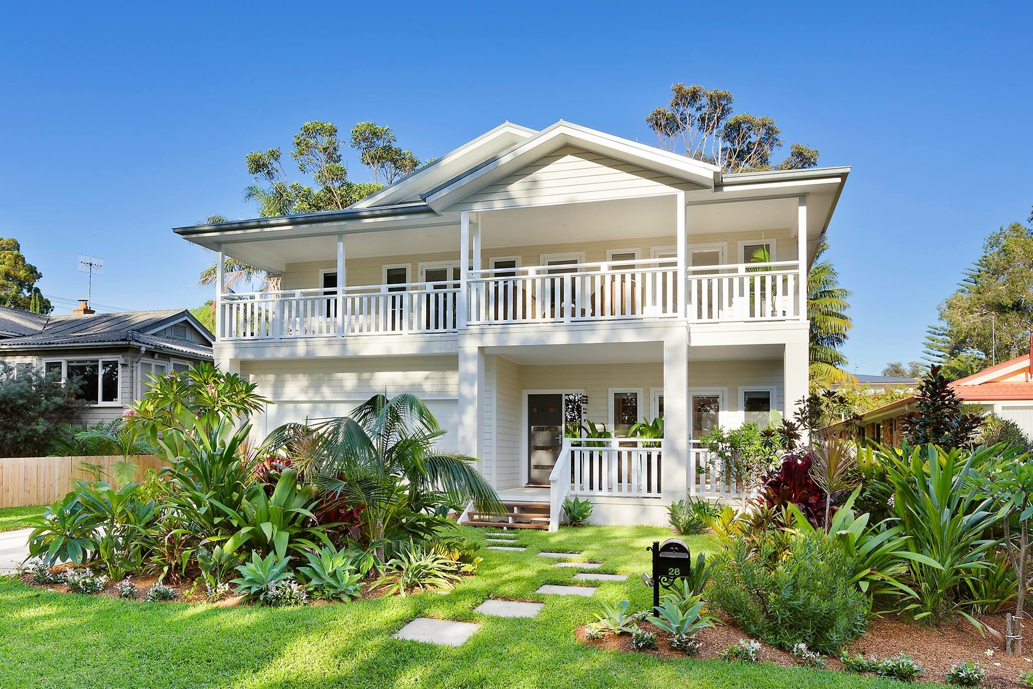 Beach Style Hamptons Style Double Storey House Tropical Gardens Australia Facade House Double Storey House Hamptons House