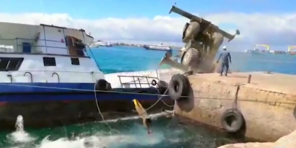 Here S The Moment 600 Gallons Of Fuel Spilled In The Galapagos Galapagos Islands Galapagos Fuel Spill