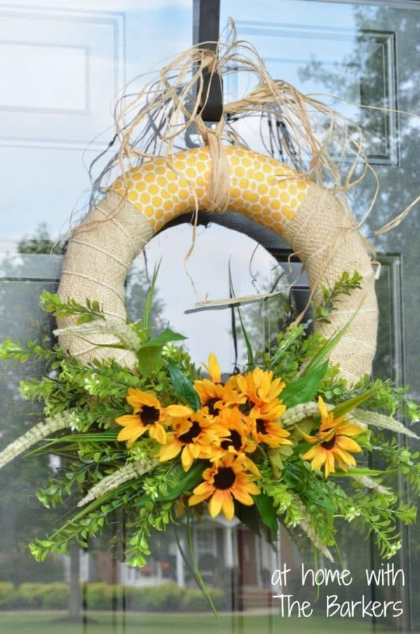 30 Easy Summer Wreaths to Make for Your Front Door. #summerwreath #summerwreaths #diywreath #frontdoorwreath #frontdoordecor #ducttapeanddenim