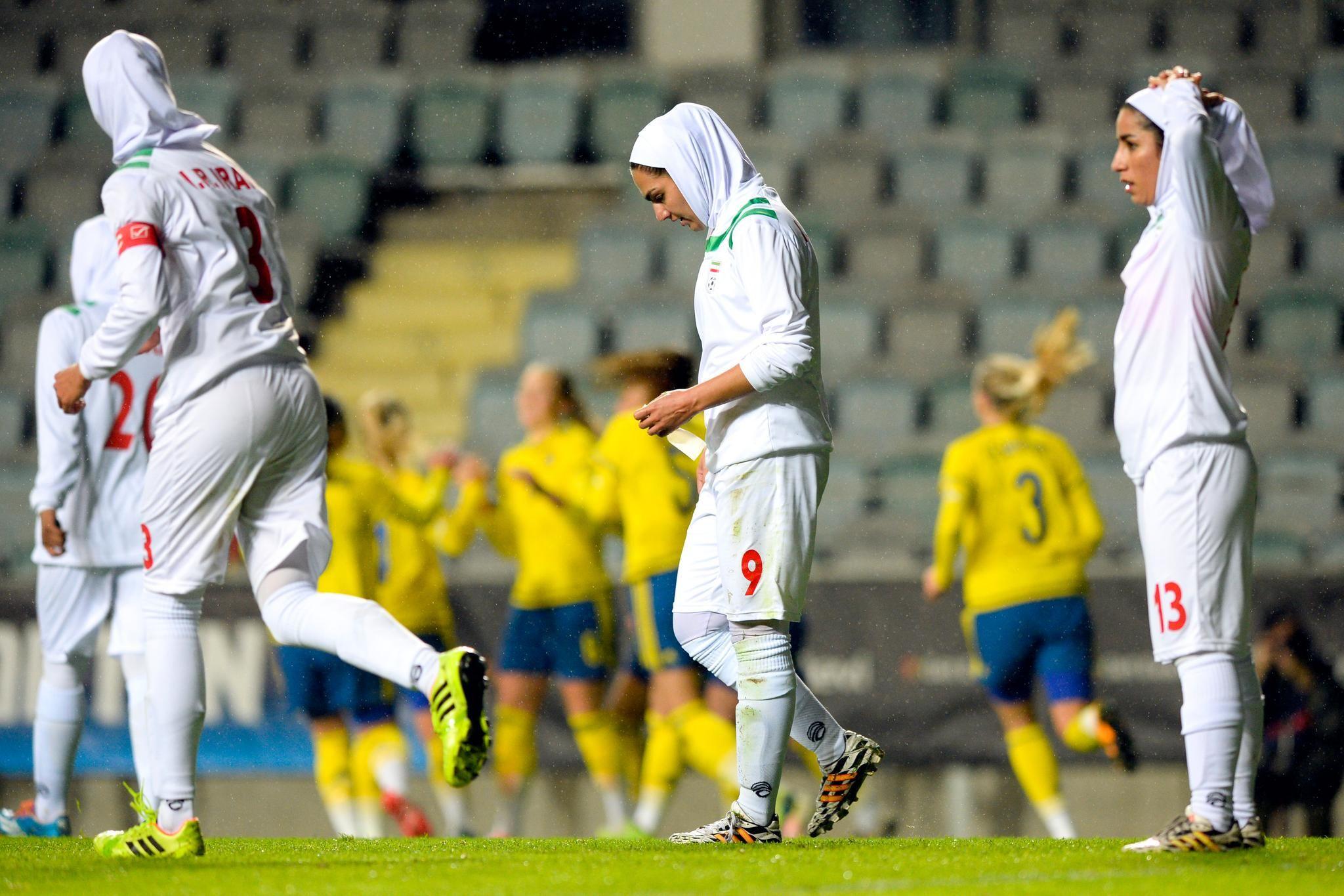 Två hattrickskyttar i historiska landskampen Sport