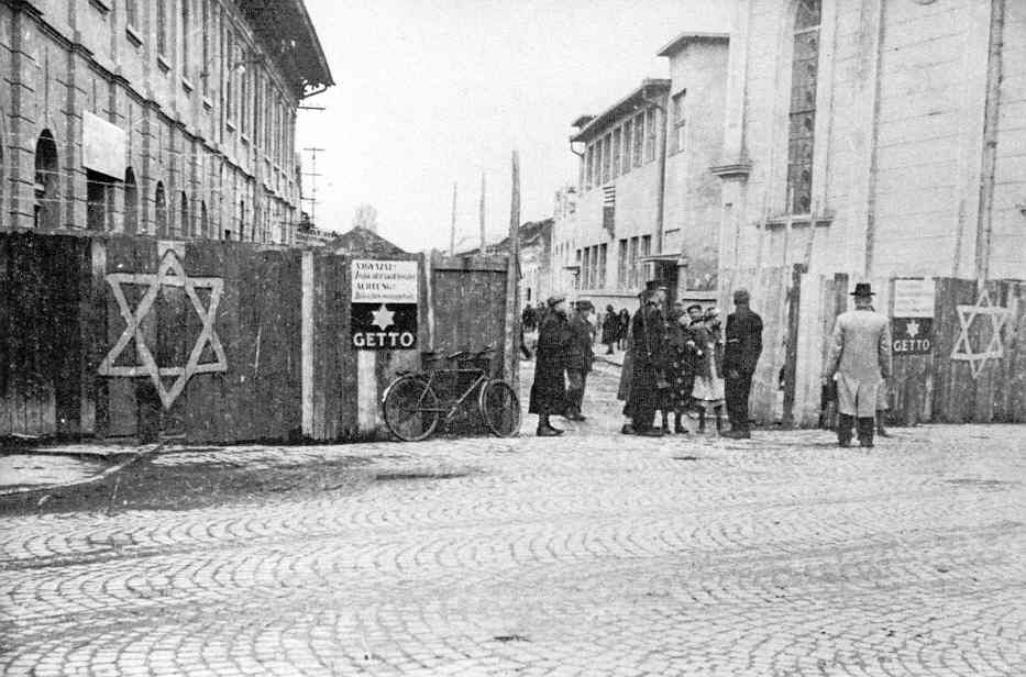 Fear : Anti-Semitism in Poland after Auschwitz: An Essay in Historical Interpretation