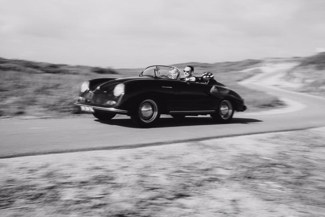 Unieke trouwauto huren? De Porsche 356 Speedster! www.TrouwSpeedster.nl