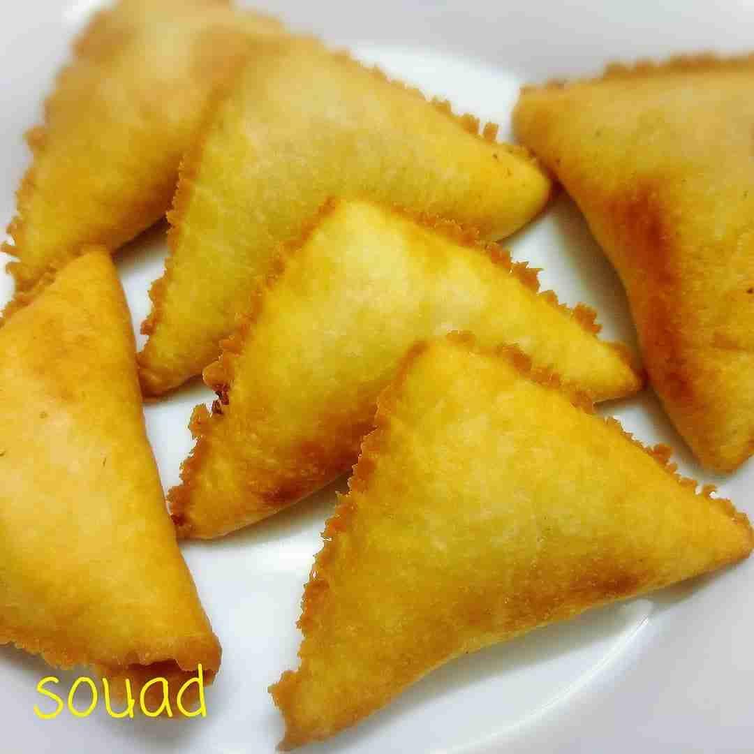 سمبوسه بالقشطه روعة وسهلة التحضير ملكة رمضان زاكي Recipe Palestinian Food Food Sweet Pastries