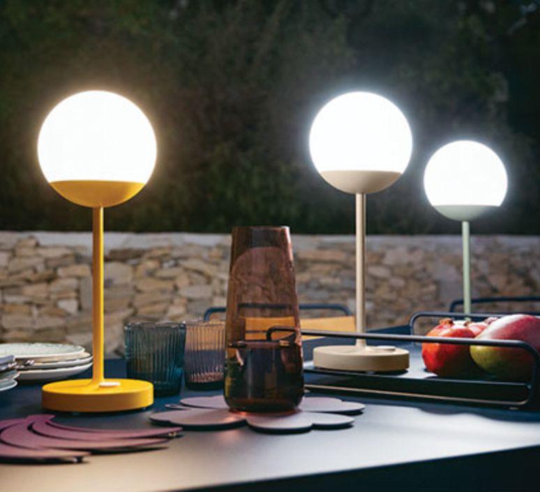 Baladeuse D Exterieur Moon Muscade Led O15cm H41cm Fermob Lampe Jardin Lampe D Exterieur Lampes De Table