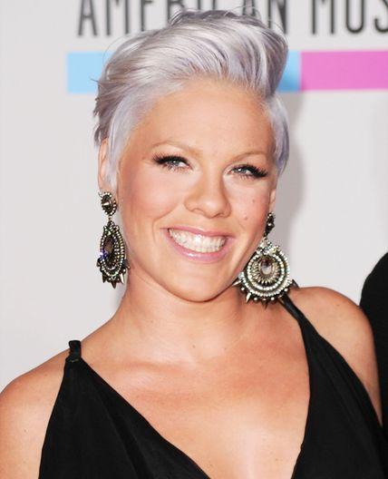 12 Celebrities Who Ve Gone Gray On Purpose Short Hair Styles Celebrity Short Hair Grey Hair Styles For Women