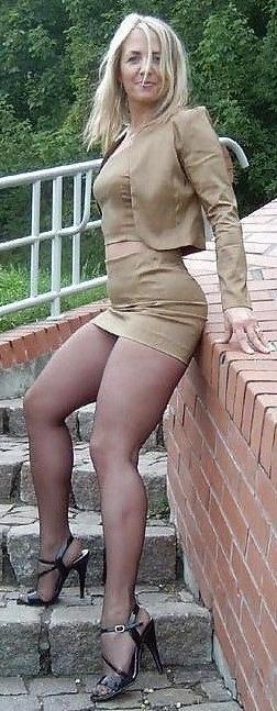 Milf im kurzen Kleid