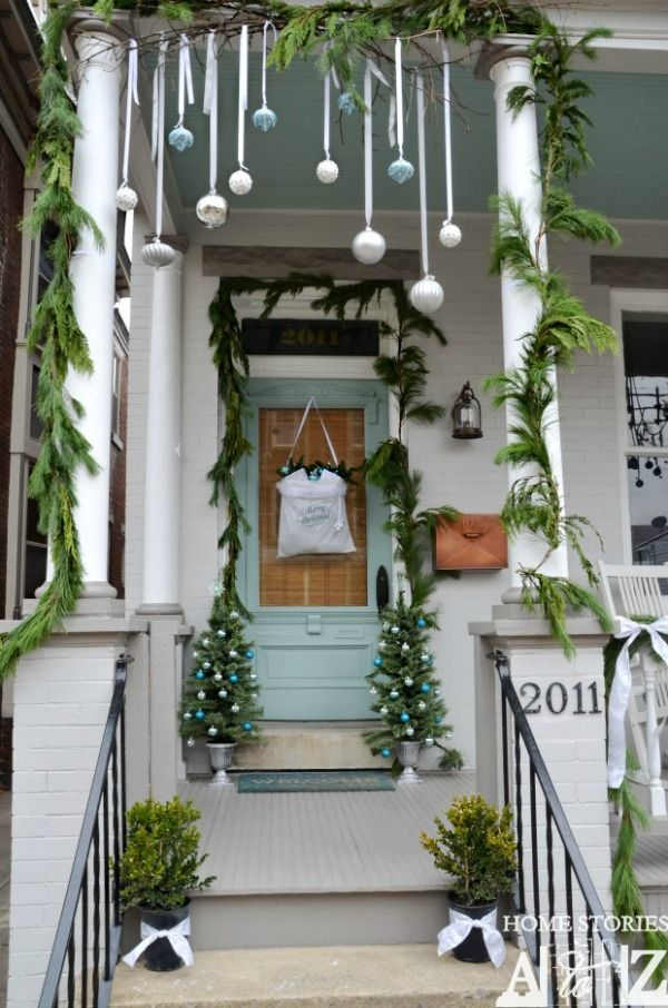 decorate your home with these simple outdoor christmas decoration ideas pin this to your christmas board