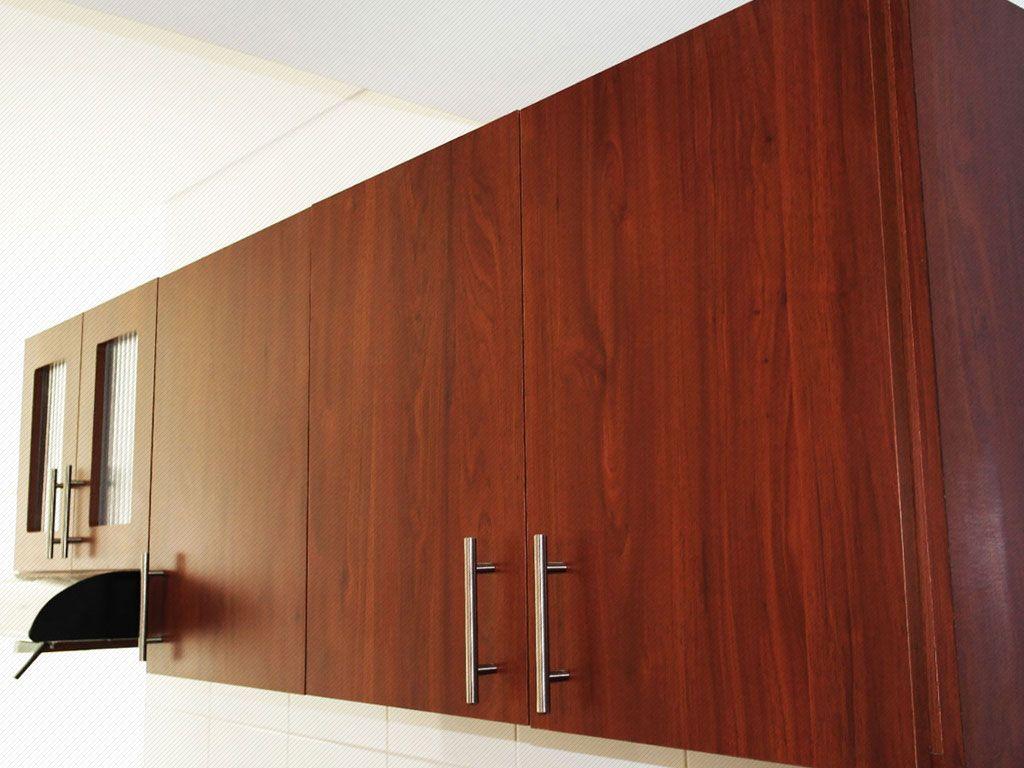 Mueble alto de cocina integral, enchapado en formica color cedro y ...