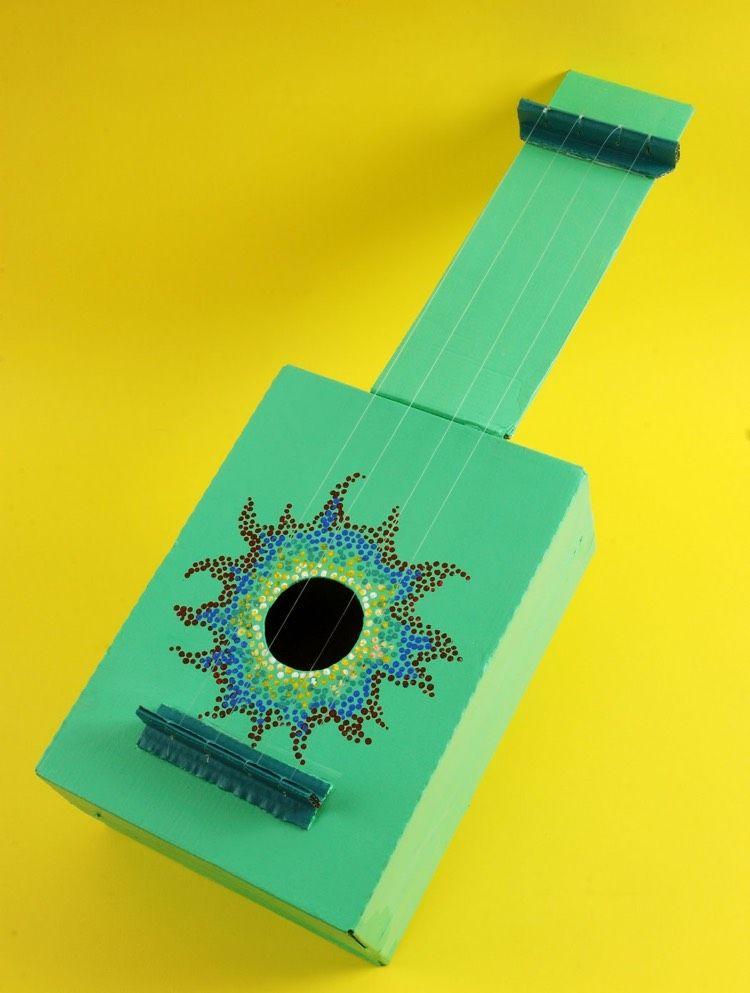 Schuhkarton Basteln Kinder Gitarre Grun Musikinstrumente Basteln Instrumente Basteln Karton Basteln