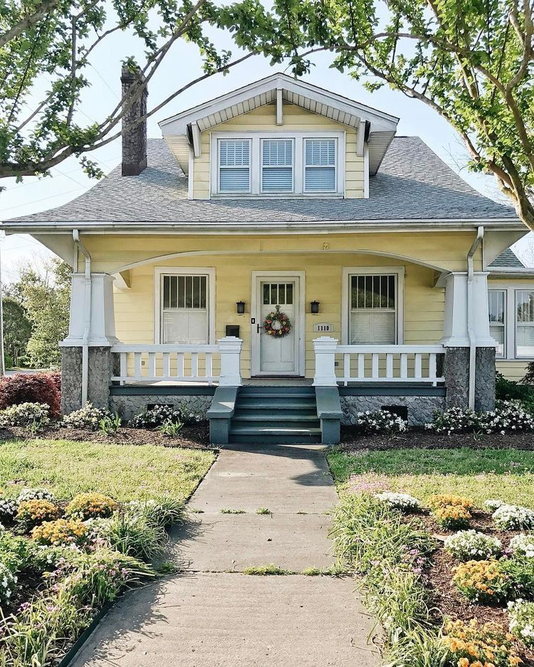 I Don T Really Like Yellow But I Like This Style Of House House Exterior Craftsman Style Homes Bungalow Exterior