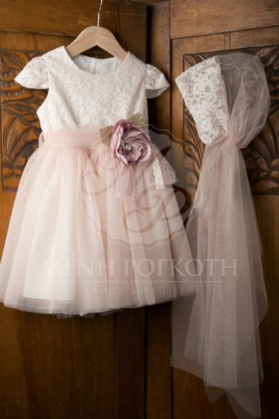 c81e7d00e64 Βαπτιστικά ρούχα για κορίτσι της ΝΕΟΝΑΤΟ με σομόν τούλι, δαντέλα και  λουλούδι