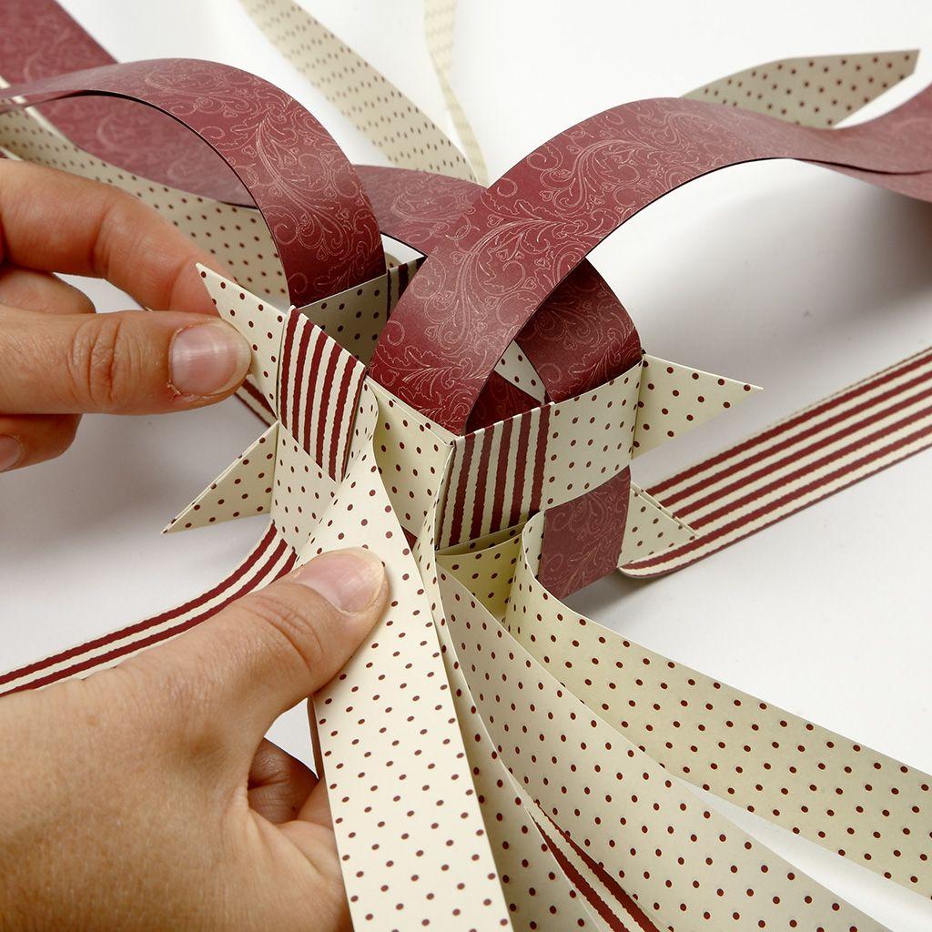 Weihnachtsdekoration aus Papier #easypaperflowers