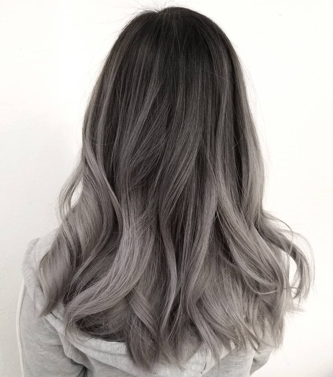 Sammi Wang Sanoo Instagramissa When You Ask For Silver U Get Silver Fanola Di 2020 Warna Rambut Ombre Rambut Warna Warni Rambut Warna Silver