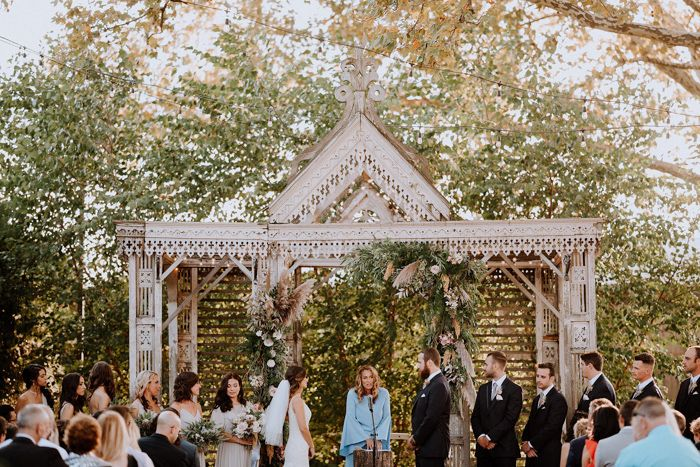 This Minimalist Garden Wedding At Terrain At Styer S Is Exactly What Your Pinterest Has Been Waiting For Junebug Weddings Wedding Inspiration Summer Philadelphia Wedding Venues Garden Wedding Venue