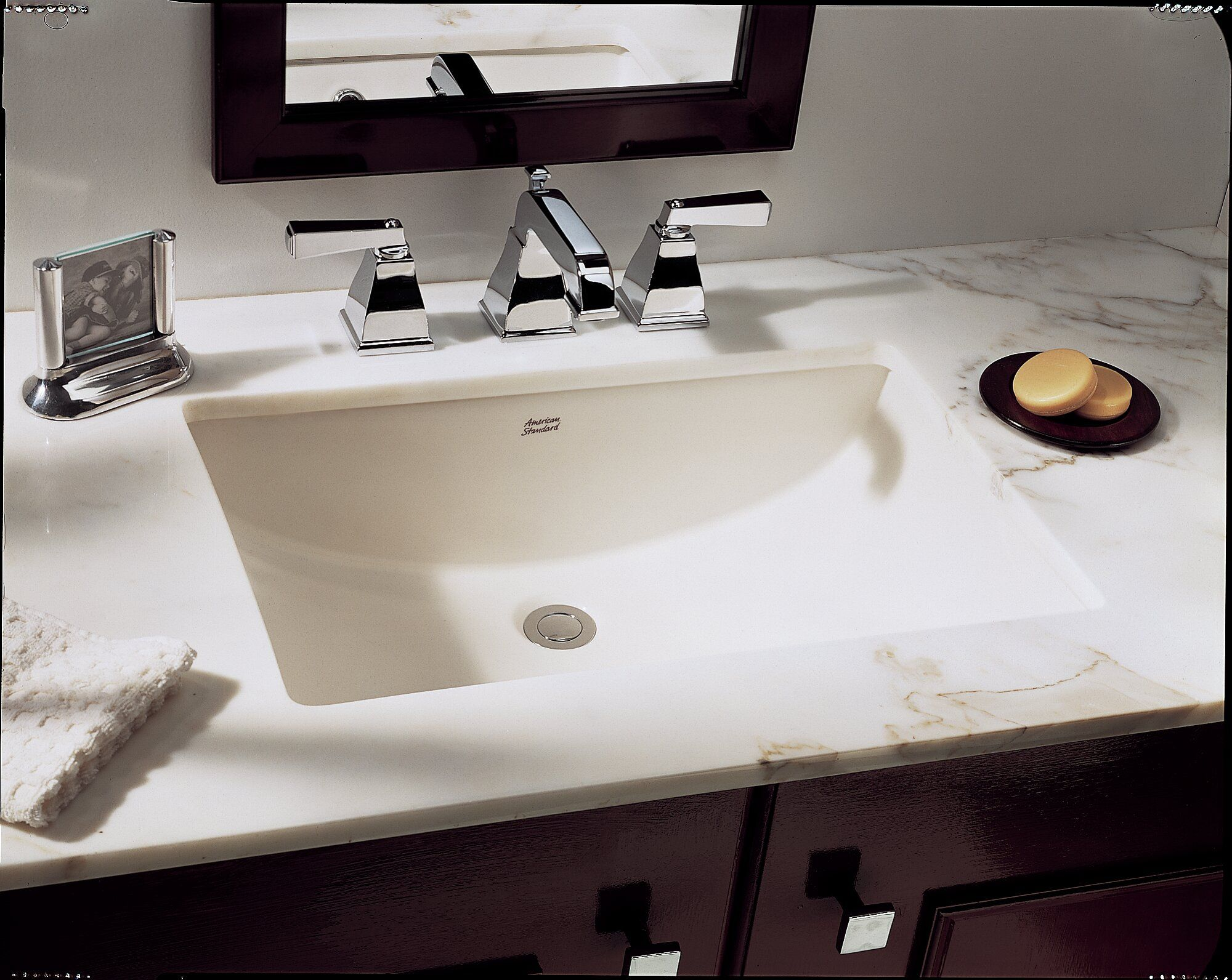 15+ Exellent Undermount Bathroom Sinks (With images ...