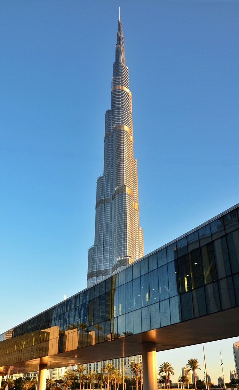 Metro Link to Dubai Mall with a beautiful view of the great Burj Khalifa