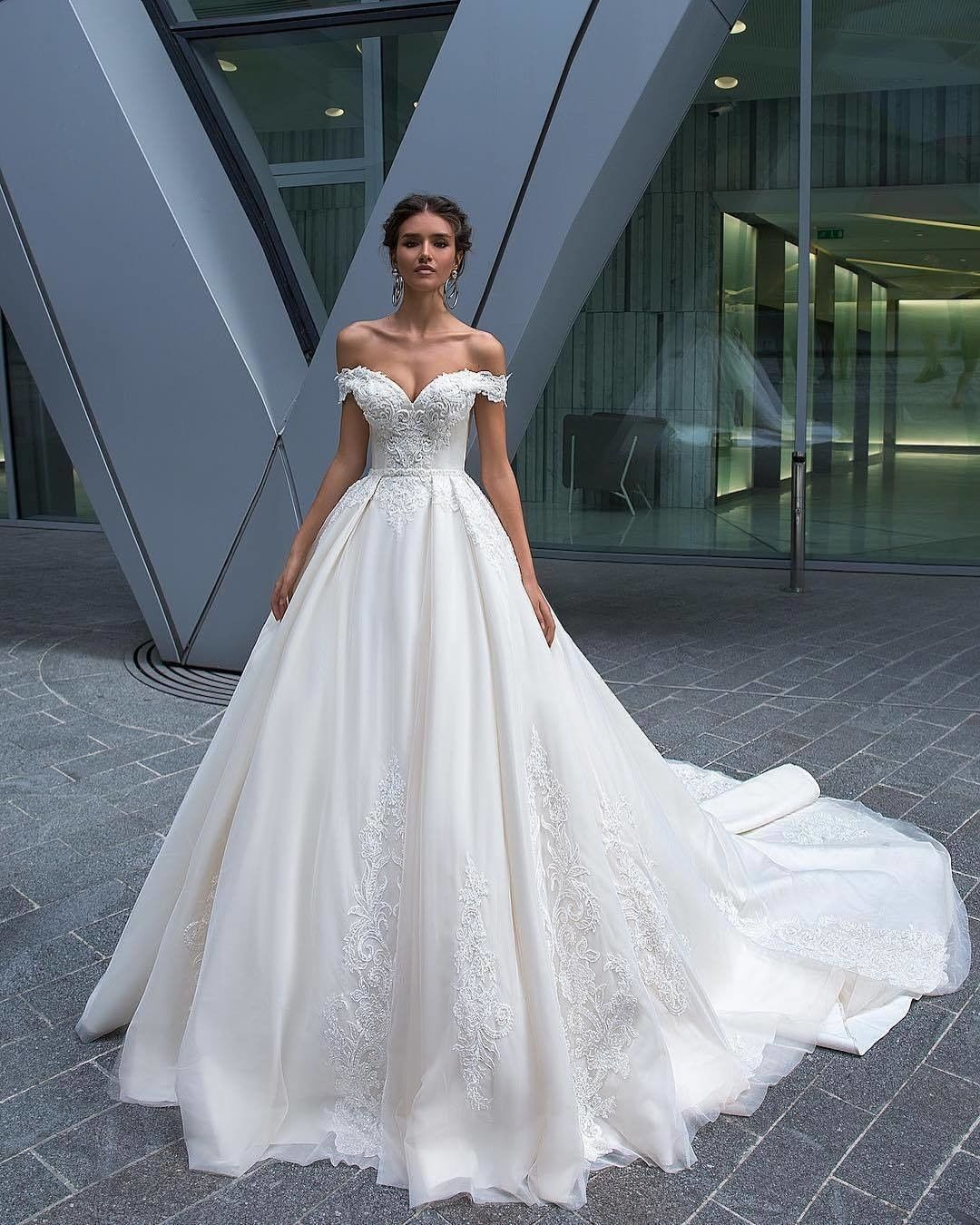Wedding Dresses 2018 2017 Pronovias Romantic Wedding Photos Wedding Poses Wedding Photos Poses