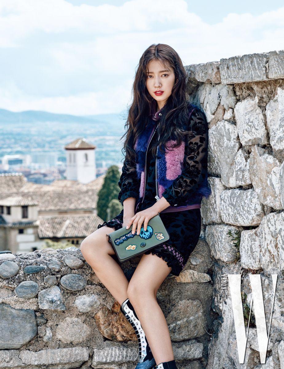 Actrices Coreanas park shin hye dazzles in w magazine   한국 여배우, 패션 스타일