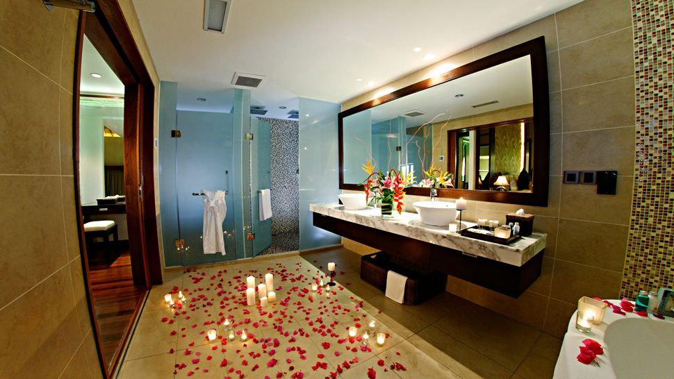 Photo Gallery In Website Rose Petals Bed Around Tub Beautiful Interior Romantic Bathroom Decoration
