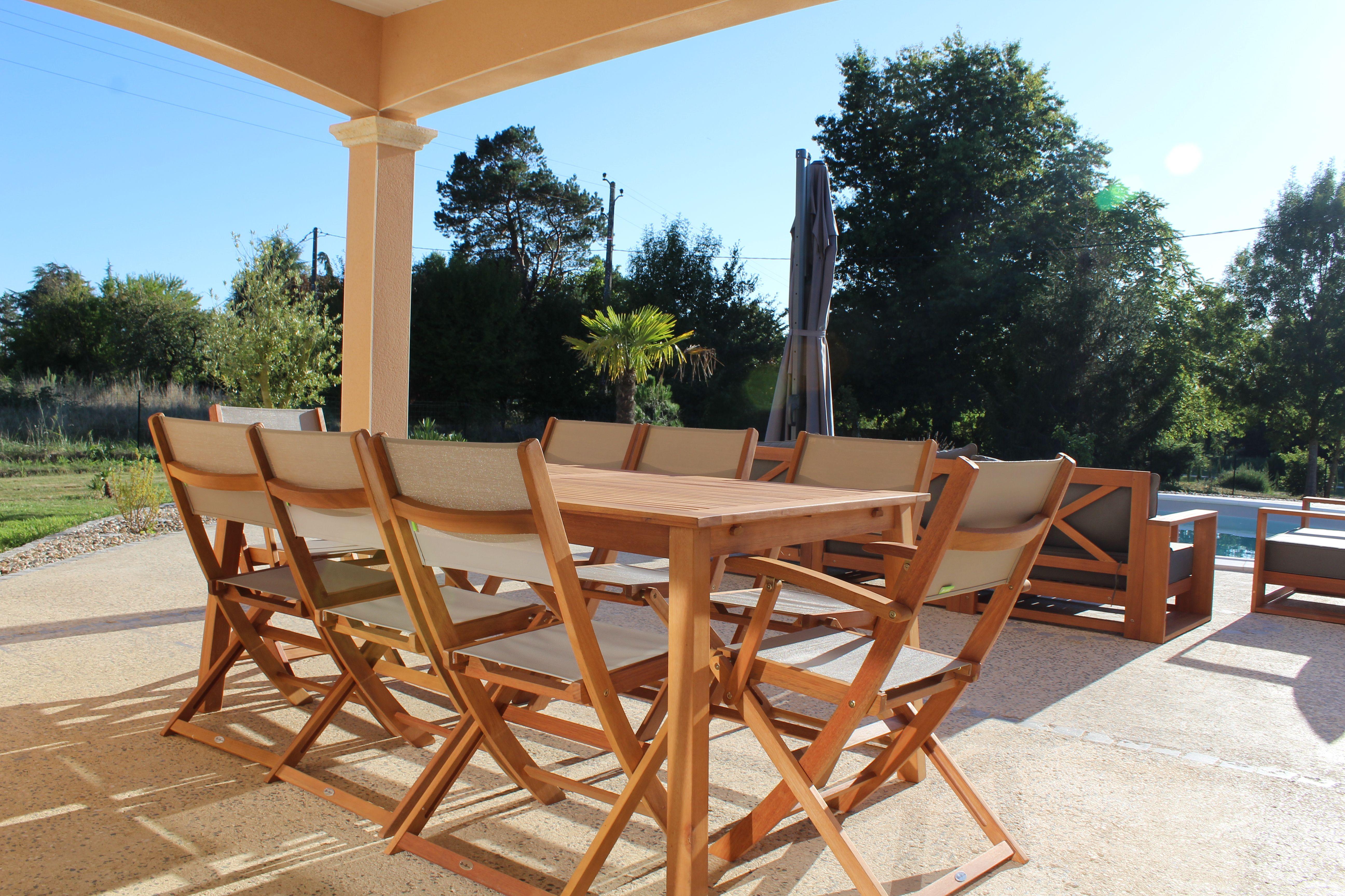 Almeria : Table de jardin en bois extensible 180-240cm, 2 fauteuils ...