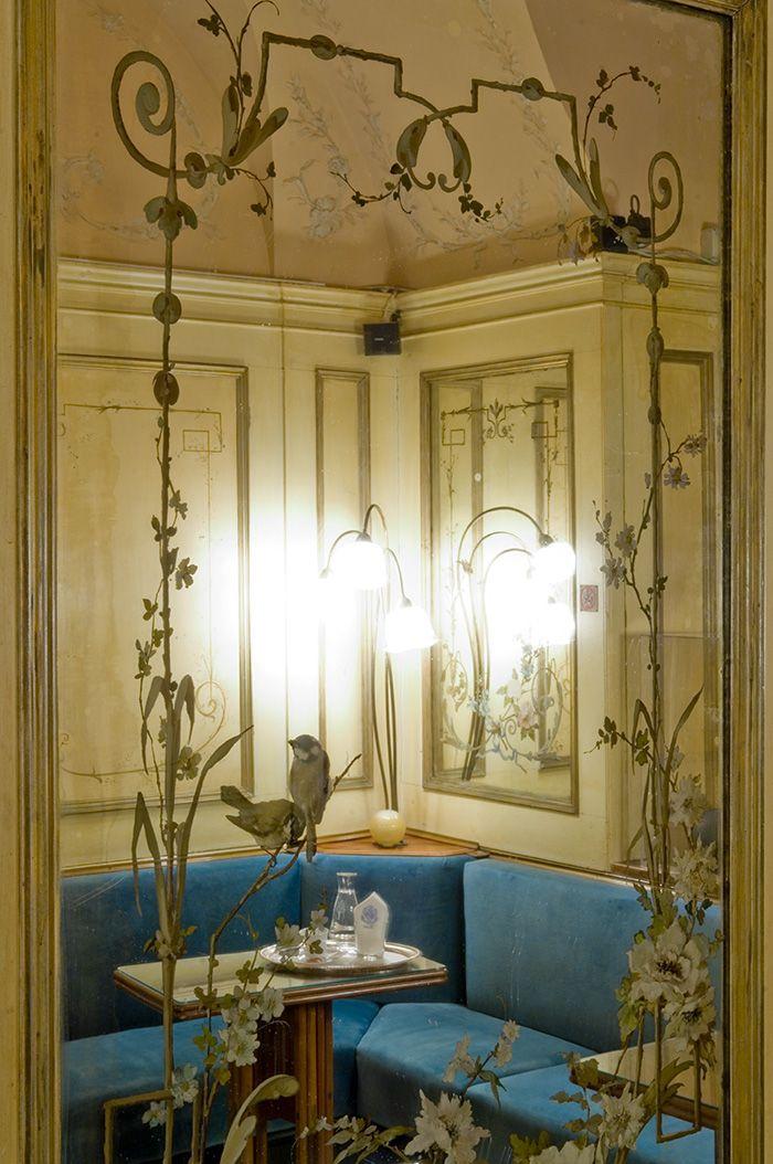 Decorazioni d interni best il colore ocra con delle spugnature grigio e oro sono il fondo che - Decorazioni d interni ...