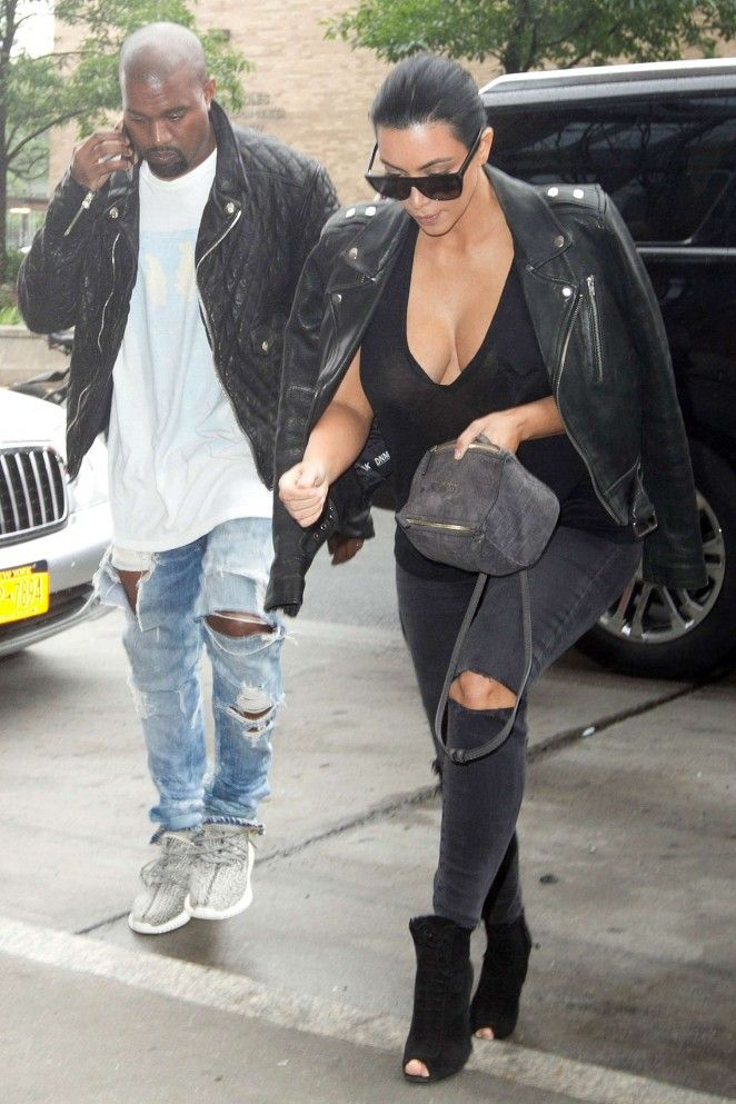 Pregnant Kim Kardashian And Kanye West Shop Baby Clothes In Nyc Kim Kardashian And Kanye Kim And Kanye Kim Kardashian Kanye West