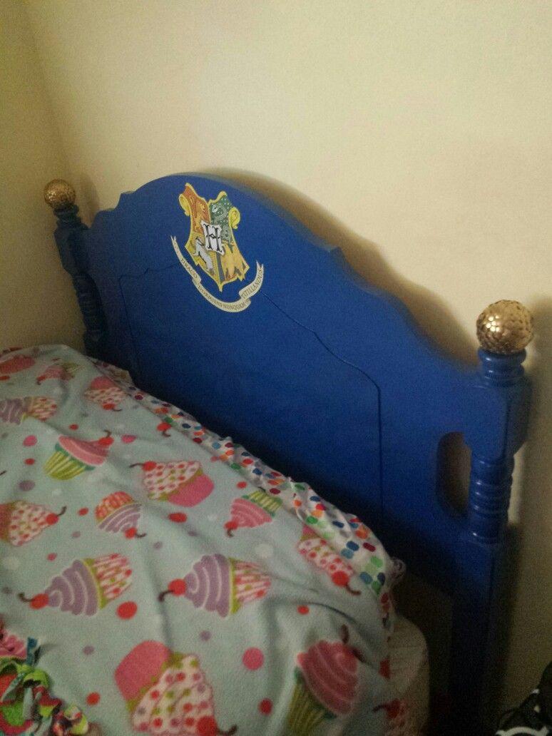 harry potter headboard on harry potter headboard hogwart crest snitch hogwarts kids room harry potter pinterest