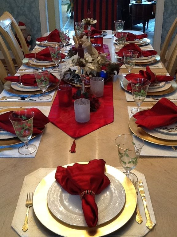 Classic Red White Gold Gold Christmas Decorations Gold Table Setting Red Table Settings