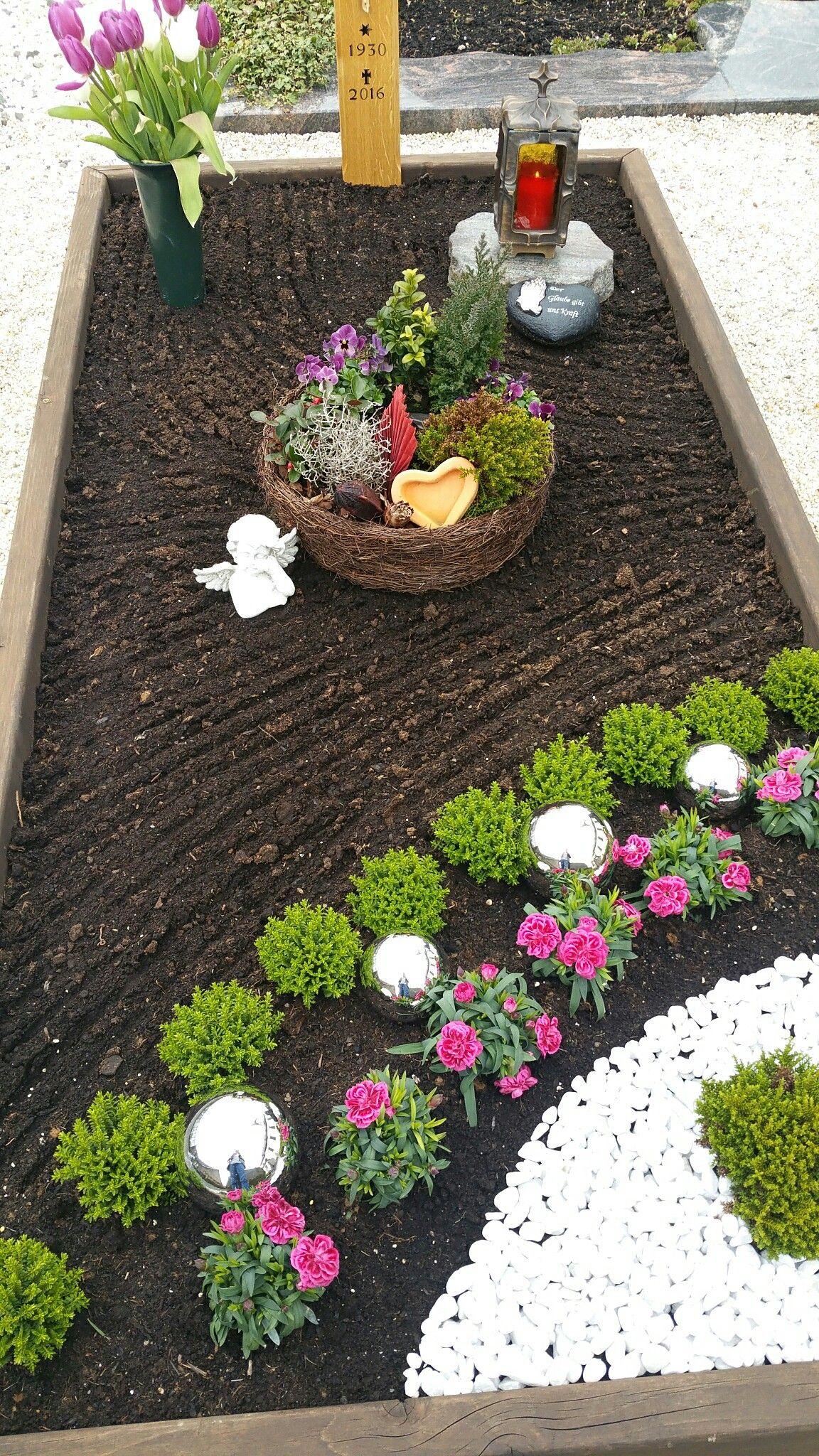 Gemeinsame Grabgestaltung Frühjahr | Moms grave | Grabbepflanzung @VH_29