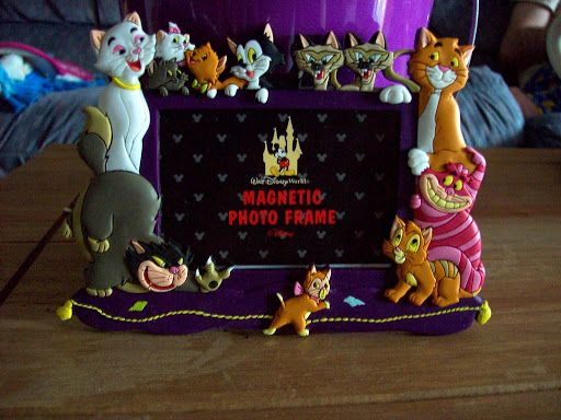 disney cats | Disney World Alice in Wonderland \ Dinah at the bottom <3
