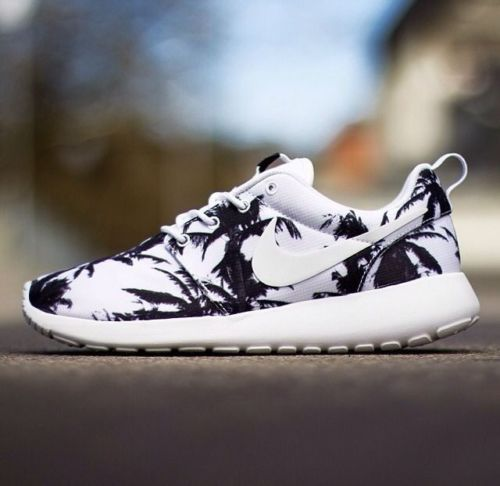 bbf33cfbf403 Nike Roshe run PALM TREES SPECIAL EDITION RARE white black qs hyperfuse air  max