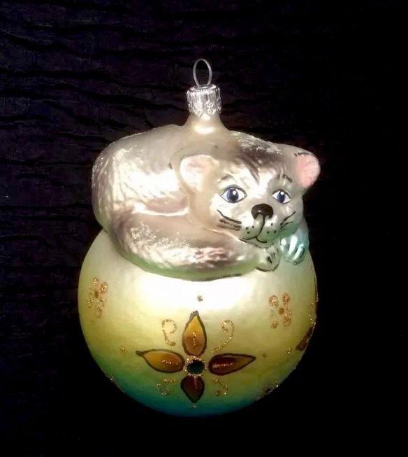 Blown Glass Ornament Cat Resting On Top Of Ball. Glittery. in Collectibles, Holiday & Seasonal, Christmas: Current (1991-Now) | eBay