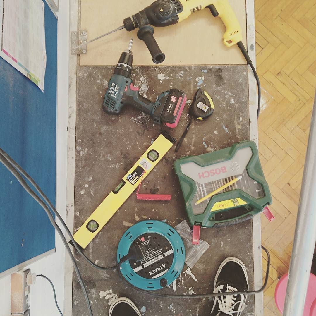 All the tools for the install! We even needed scaffolding!  @haideedrew @bowarts  #Etsy #EtsyShop #EtsyTeam #MakerTakeOver #TakerOver #tools #bowarteducation #bowarts #haideedrew