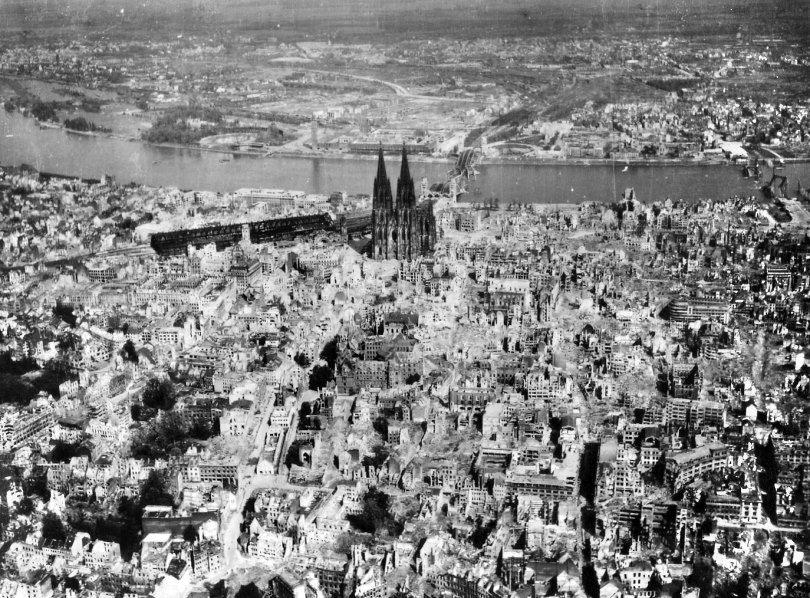 Pin Auf Kolner Dom 1945