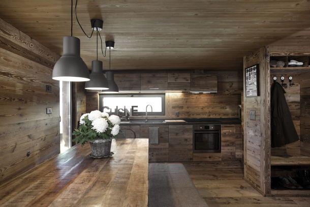 Rekonstrukce horské stodoly ve Švýcarsku ukazuje dřevo ve všech podobách   Insidecor - Design jako životní styl