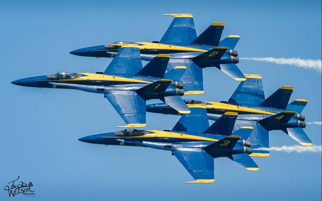 The Blue Angel Diamond Formation Is An Incredible Display Of Calm And Pilot Control Flying These Large Machin Blue Angels Blue Angels Air Show Angel Wallpaper
