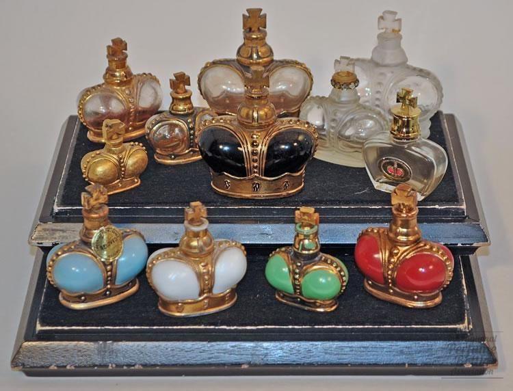 Prince Matchabelli coronas  : Tipo de frascos de perfume en forma de corona    Materiales (s): vidrio    Diseñador / Fabricante: Prince Matchabelli