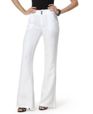 I wish I could pull off white jeans like this!