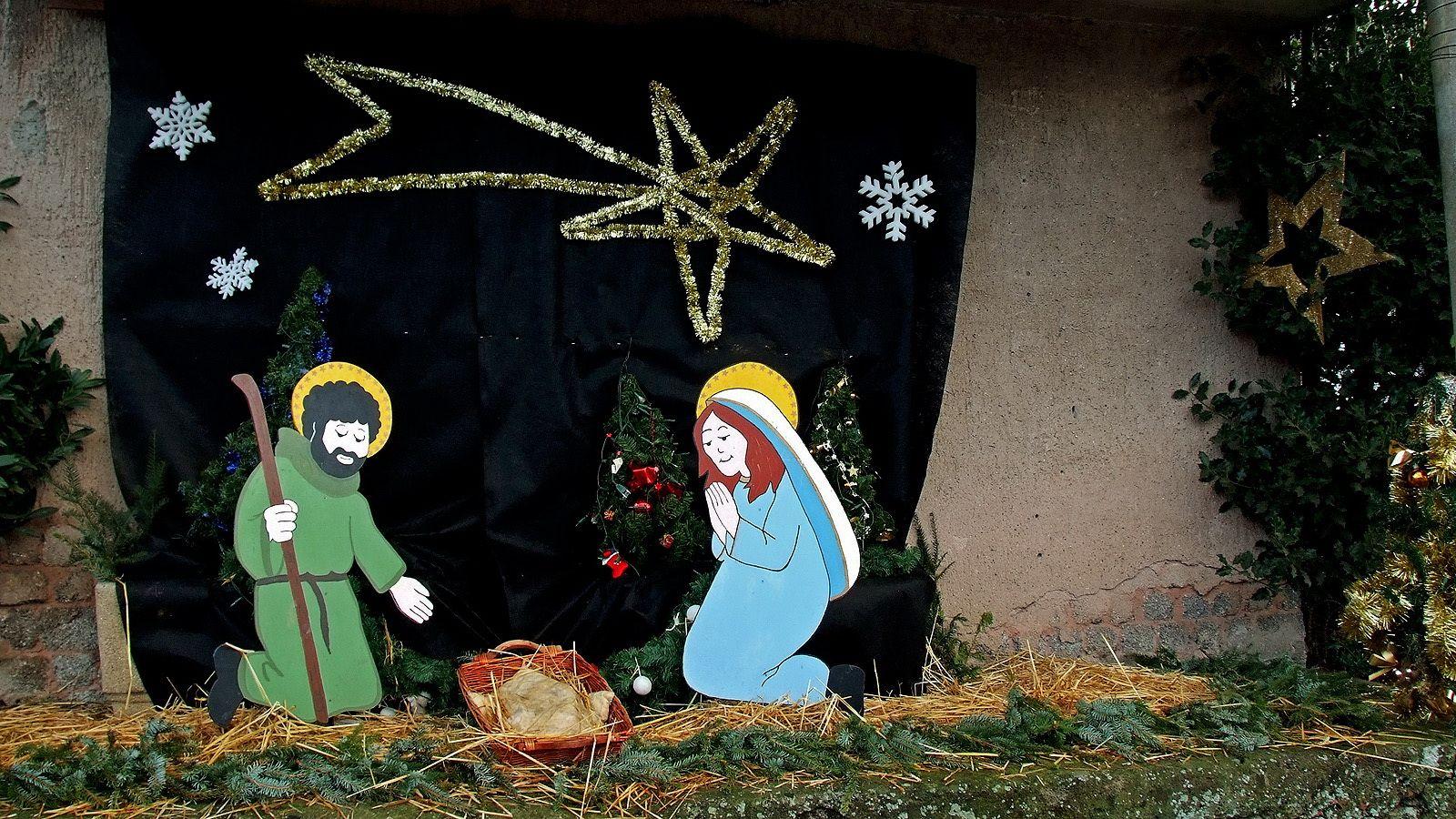 Ihr Kinderlein, kommet, o kommet doch all'! ....  Zur Krippe her kommet in Betlehems Stall und seht, was in dieser hochheiligen Nacht, der Vater im Himmel für Freude uns macht. :-)