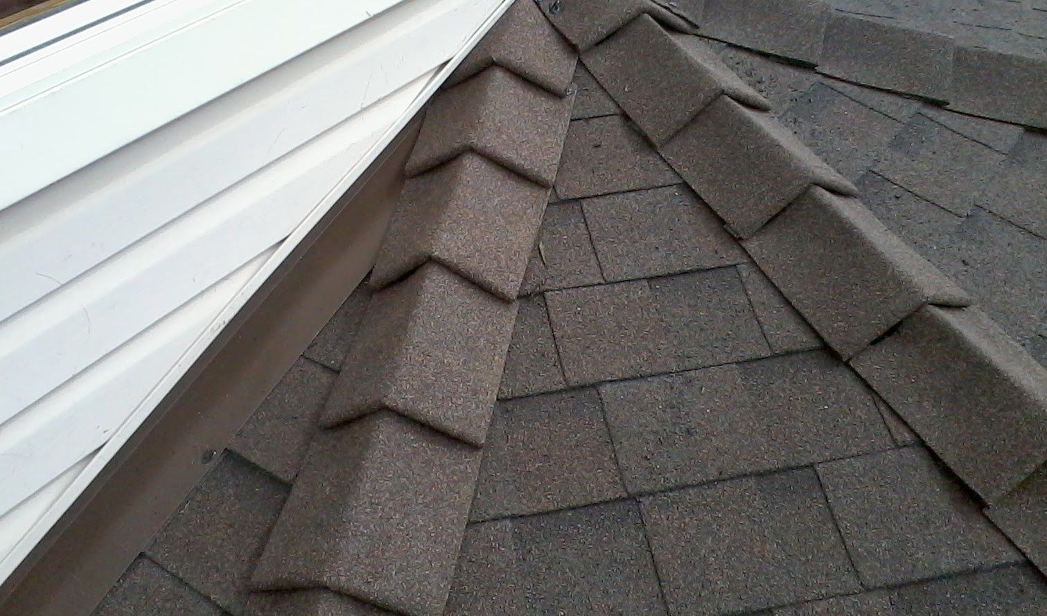 Difference Between Concrete Tile Roofing And Asphalt Shingles Roof Shingles Best Roof Shingles Shingling